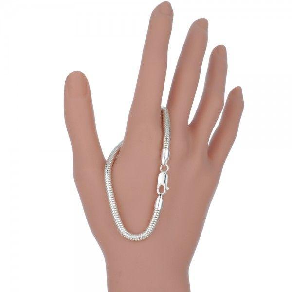 Zilveren snake chain armband van 4 mm breed en 19 cm lang.