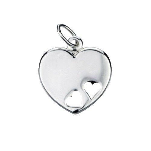 Massief zilveren graveerplaatje, klein model hartje met 2 uitgestanste hartjes. Afmetingen van dit hangertje: 16 x 17 mm. Inclusief gratis graveren.