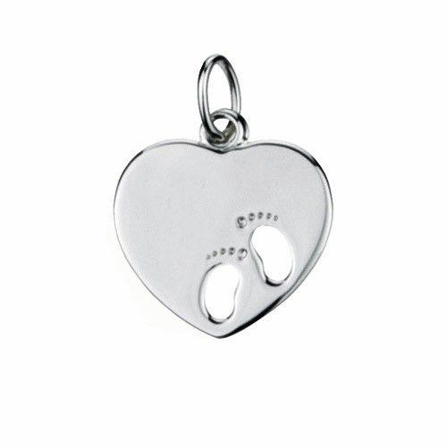 Massief zilveren graveerplaatje, klein model hartje met 2 uitgestanste baby voetjes. Afmetingen van dit hangertje: 16 x 17 mm. Inclusief gratis graveren.